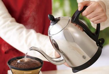 自宅でコーヒーを淹れるのにおすすめの電気ケトル10選をご紹介!細口ノズルでバリスタ御用達モデルも!