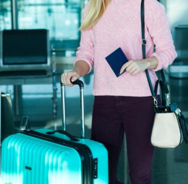 機内持ち込みができるスーツケースのおすすめ10選。ポイントはサイズと重さ!